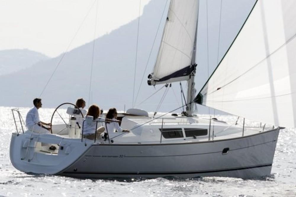 Boat rental Jeanneau Sun Odyssey 32i in Zadar on Samboat