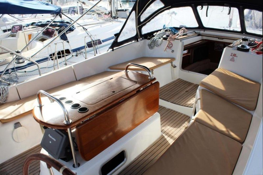 Jeanneau Sun Odyssey 45 DS between personal and professional Jezera