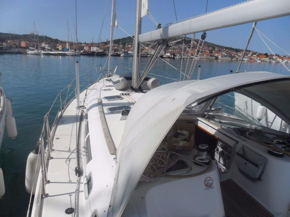 Hire Sailboat with or without skipper Jeanneau Jezera