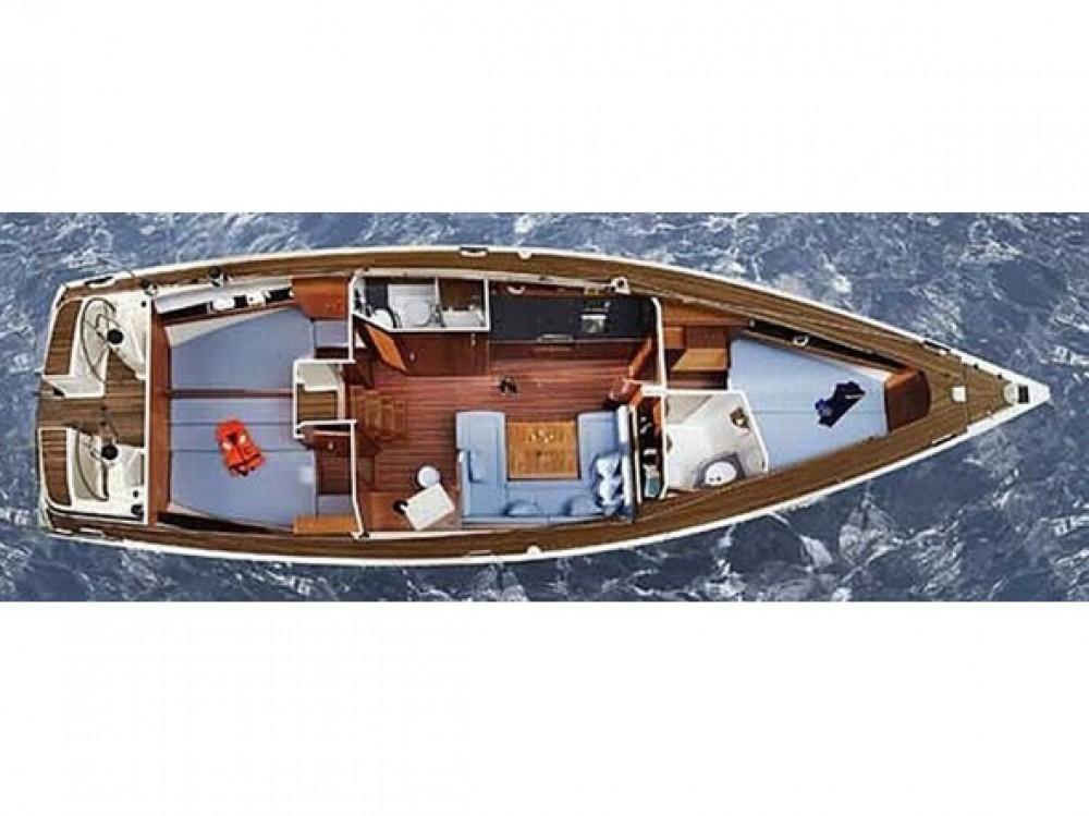 Boat rental Bavaria Bavaria 43 Cruiser in Alimos Marina on Samboat