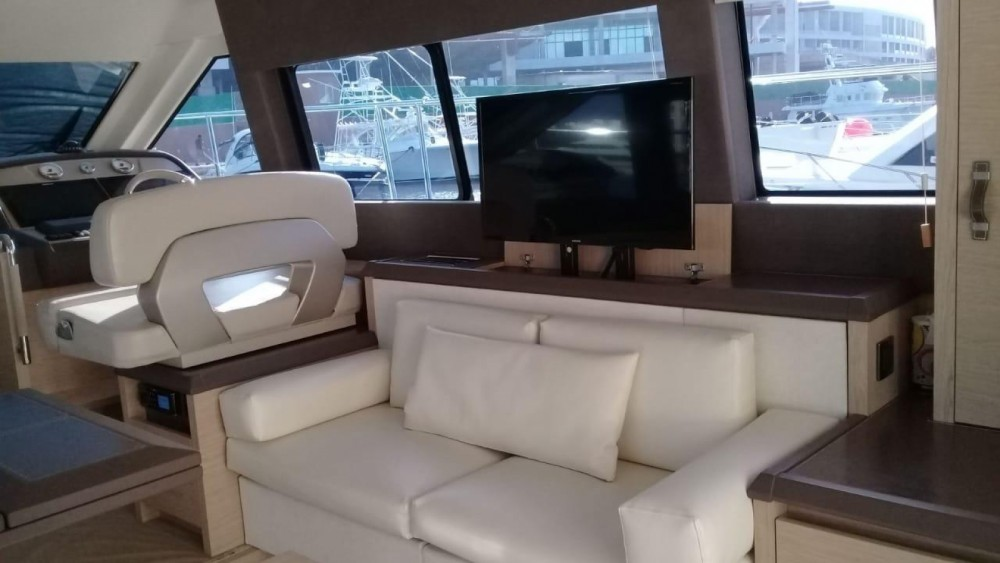 Motorboat for rent Cancún at the best price