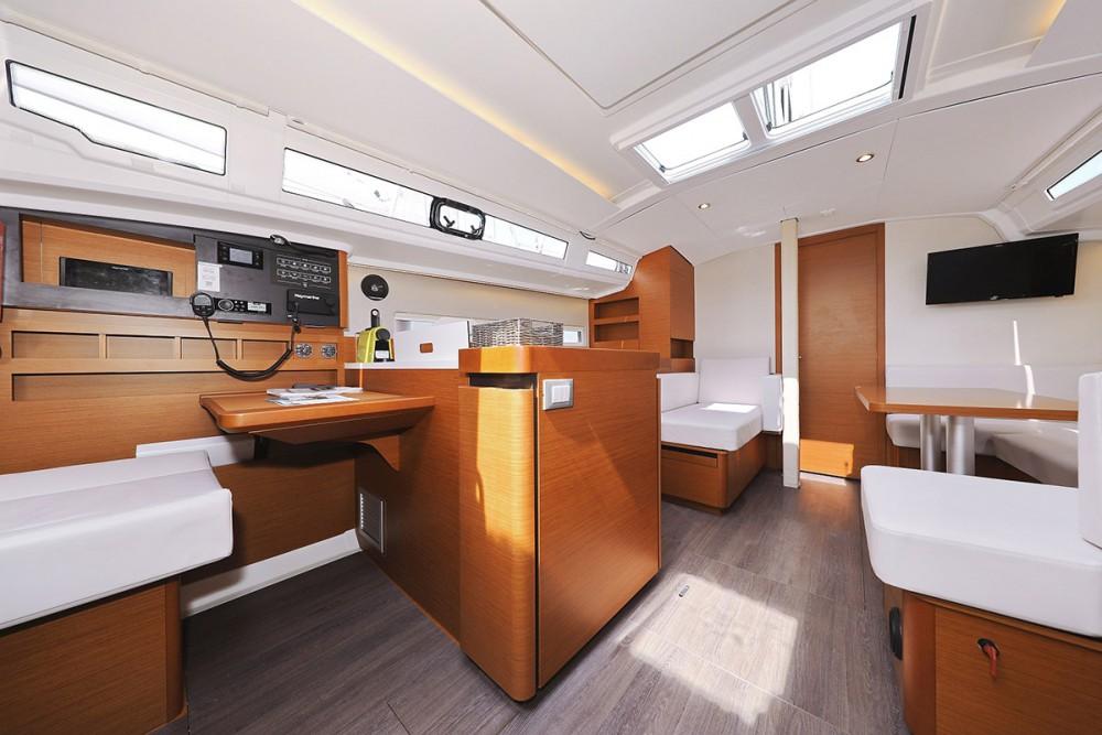 Boat rental Jeanneau Sun Odyssey 410 - 3 cab. in  on Samboat