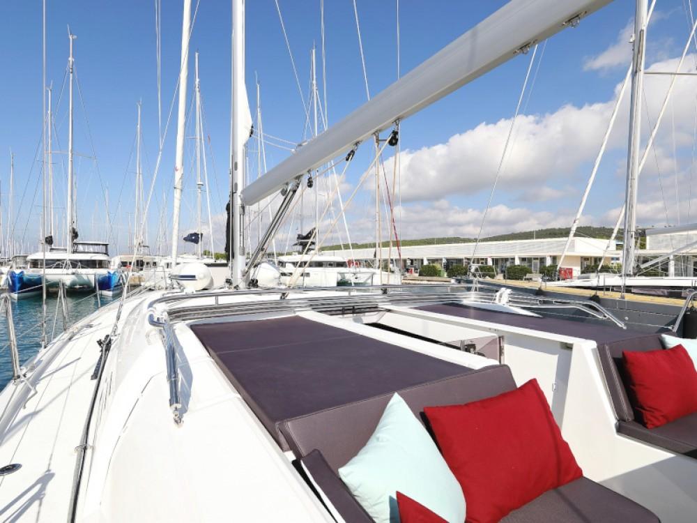Rental Sailboat in Sukošan - Bénéteau Oceanis 51.1