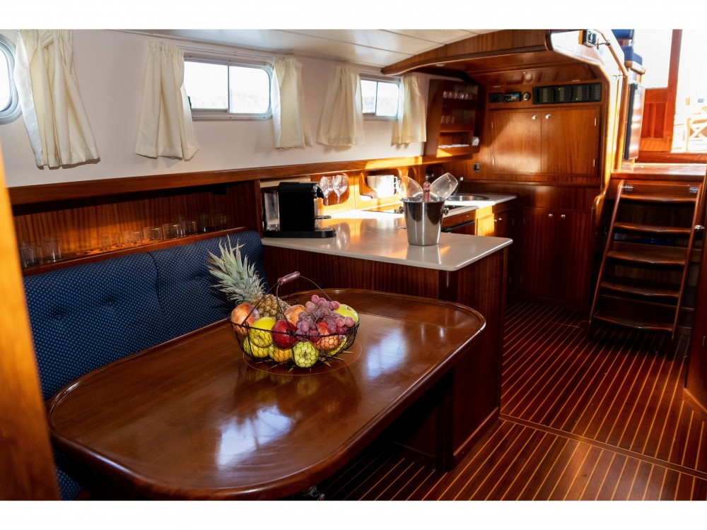 Motorboat for rent Port de Pollença at the best price