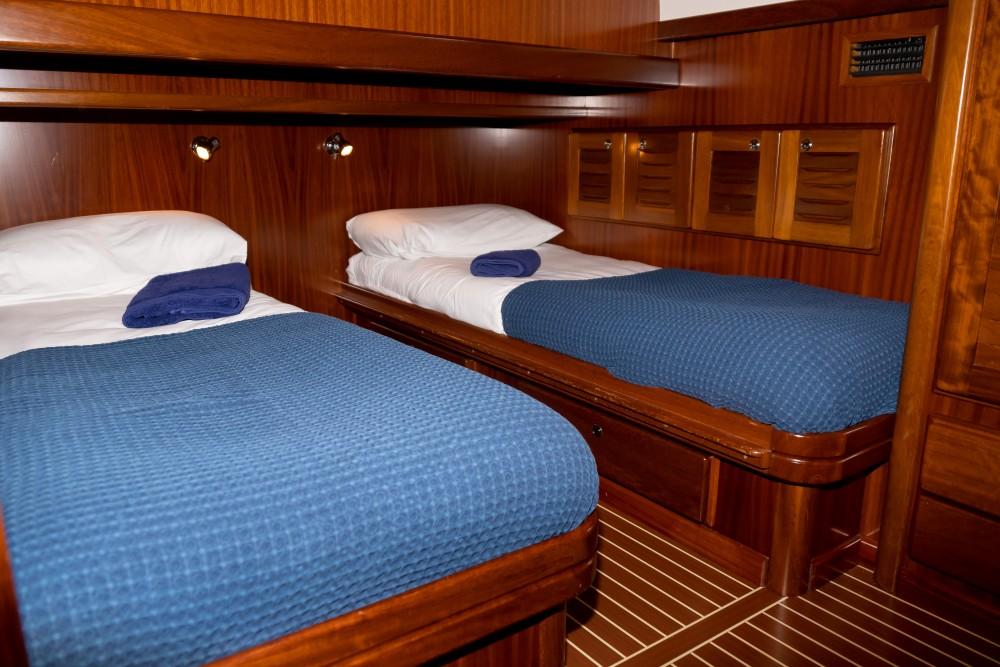 Rental yacht Maó - Astilleros Menorquin 160 FLY on SamBoat