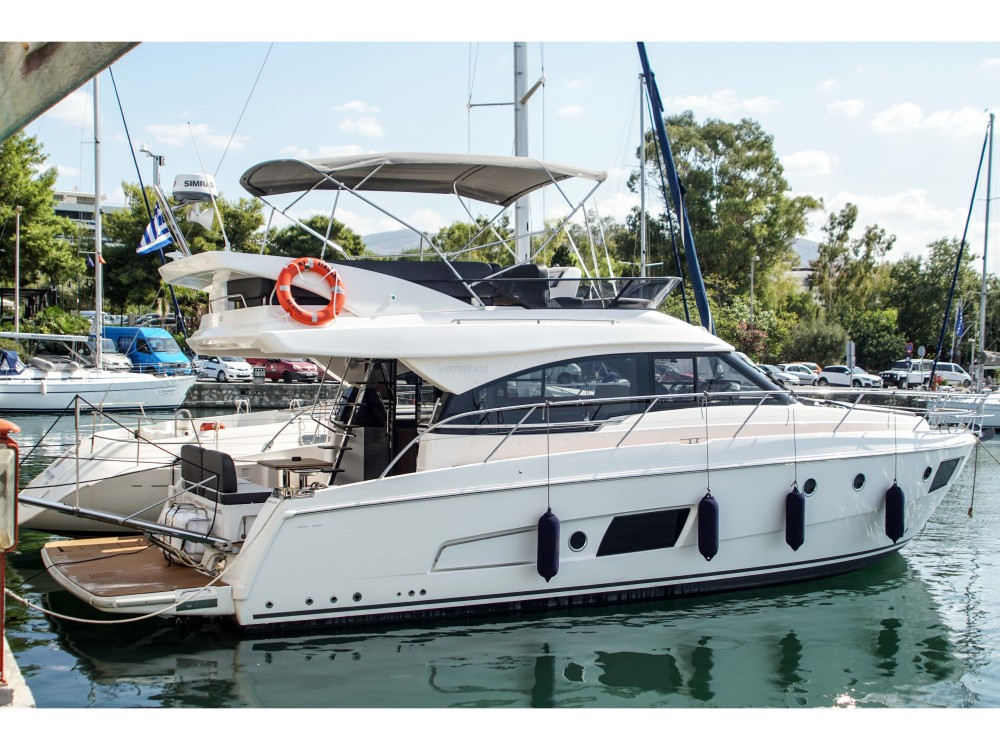 Boat rental Bavaria Bavaria Virtess 420 Fly in Alimos Marina on Samboat