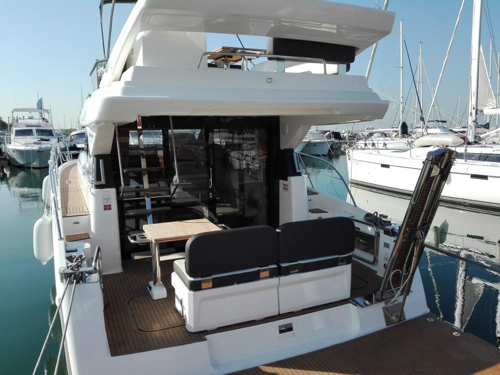 Rent a Bavaria Bavaria Virtess 420 Fly Alimos Marina