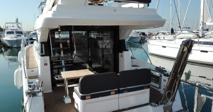 Rental Motorboat in Alimos - Bavaria Bavaria Virtess 420 Fly