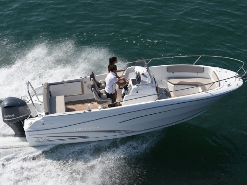 Hire Motorboat with or without skipper Jeanneau Barcelona