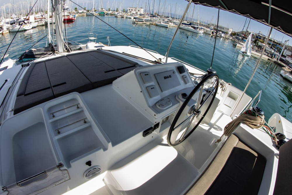 Rent a Lagoon Lagoon 450 (2016) equipped with generator, A/C (saloon+cabins), ice maker Split