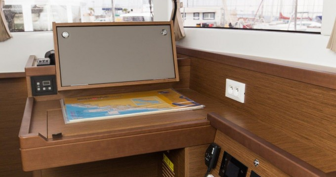 Boat rental Lagoon Lagoon 40 in Split on Samboat
