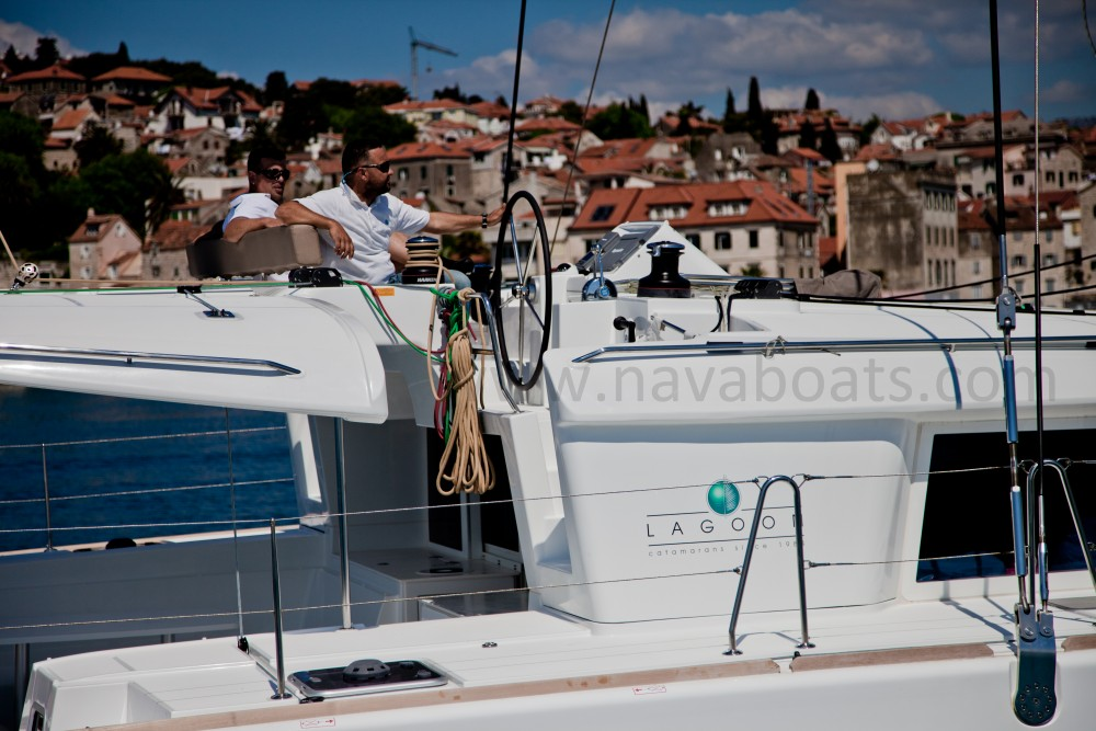 Lagoon Lagoon 450 (2014) equipped with generator, A/C (saloon) between personal and professional Slano