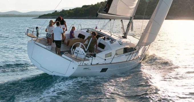 Hire Sailboat with or without skipper Elan Pietà