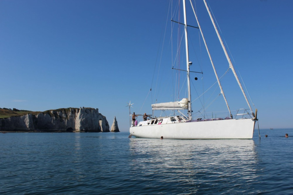 Sailboat for rent Saint-Valery-en-Caux at the best price