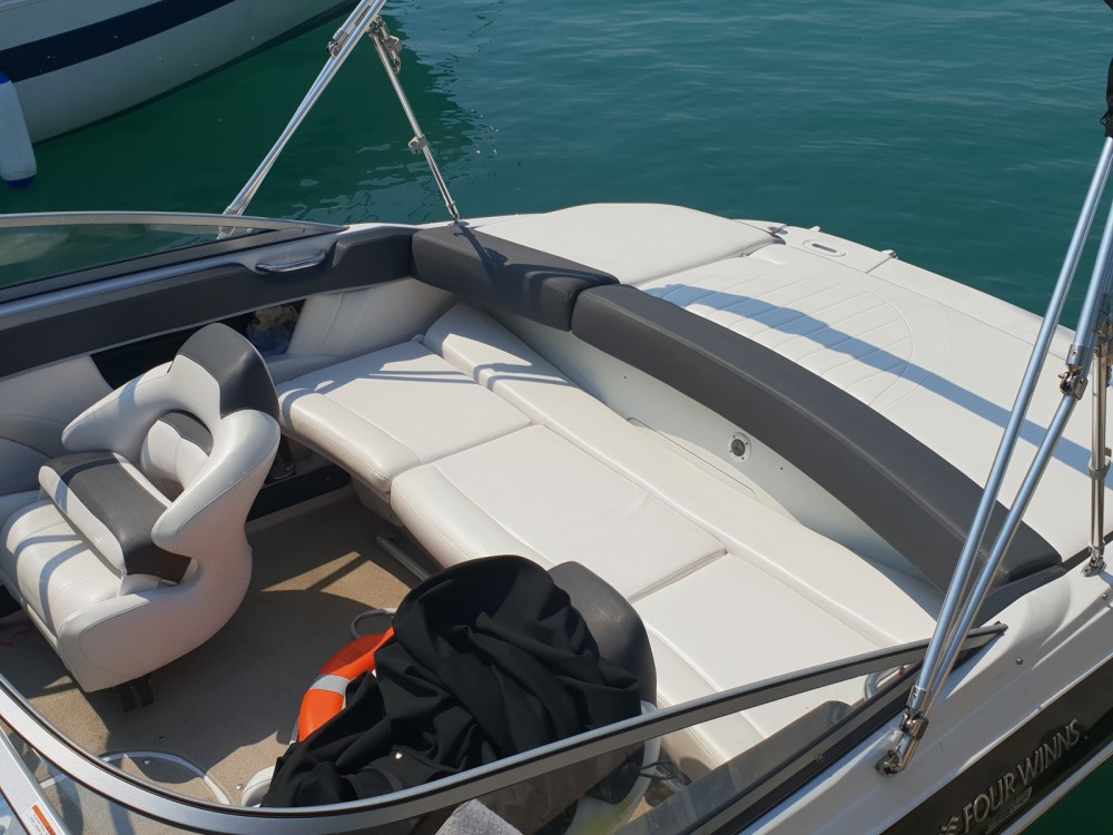 Hire Motor boat with or without skipper Four Winns Moniga del Garda