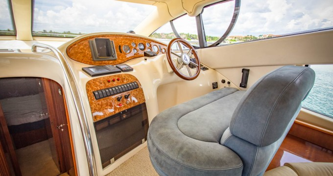 Boat rental Quintana Roo cheap Azimut 42