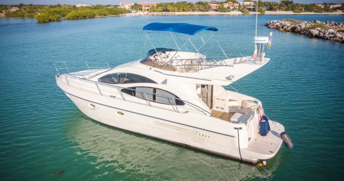 Hire Motorboat with or without skipper Azimut Quintana Roo