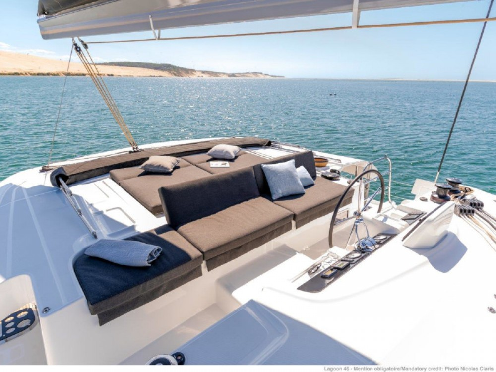 Lagoon Lagoon 46 (2020) equipped with generator, A/C (saloon+cabins), ice maker, microwave oven, dishwasher between personal and professional Split