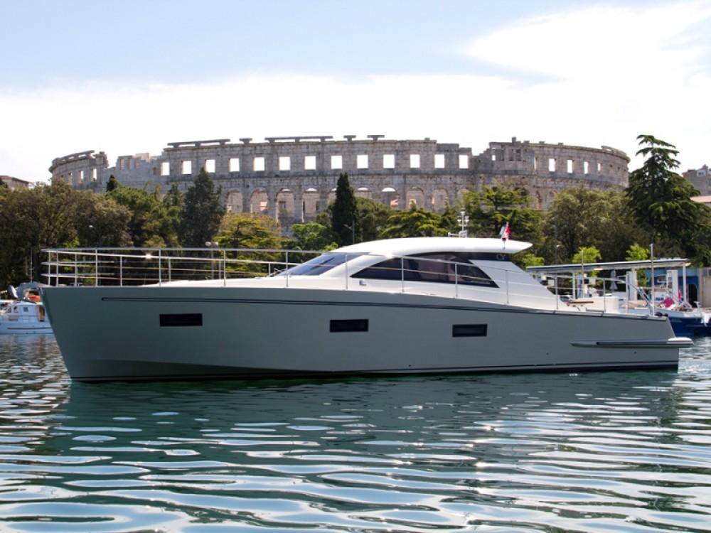 Boat rental Cyrus Cyrus 13.8 Hardtop in Pula on Samboat