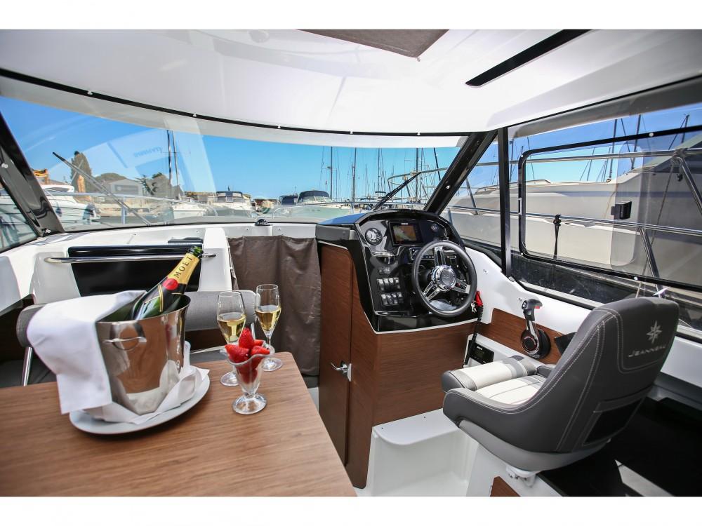 Motorboat for rent Grad Zadar at the best price