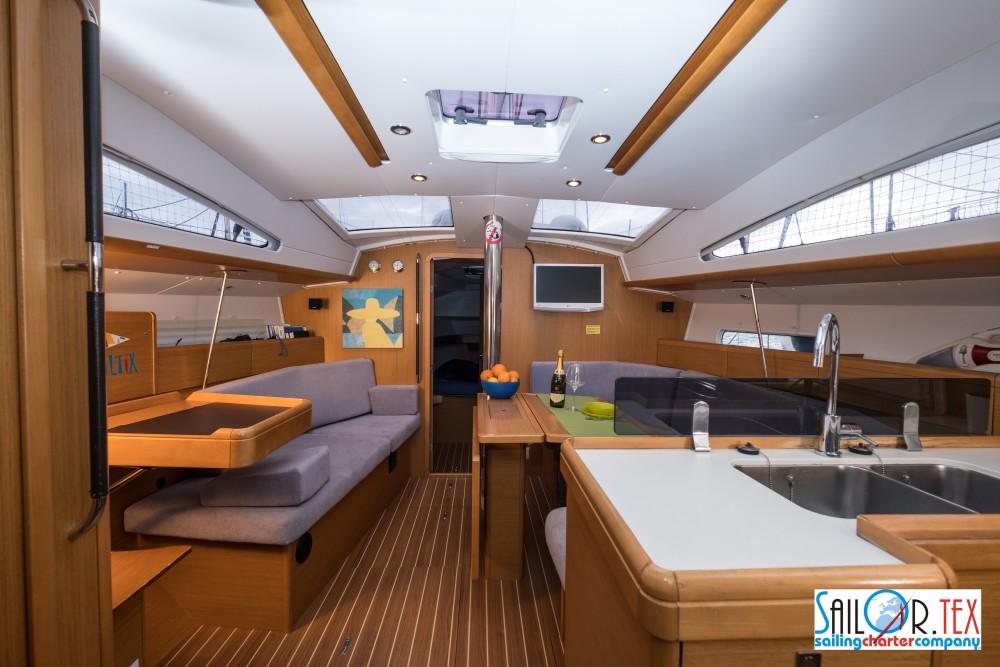 Boat rental Jeanneau Sun Odyssey 42 DS in Castiglioncello on Samboat