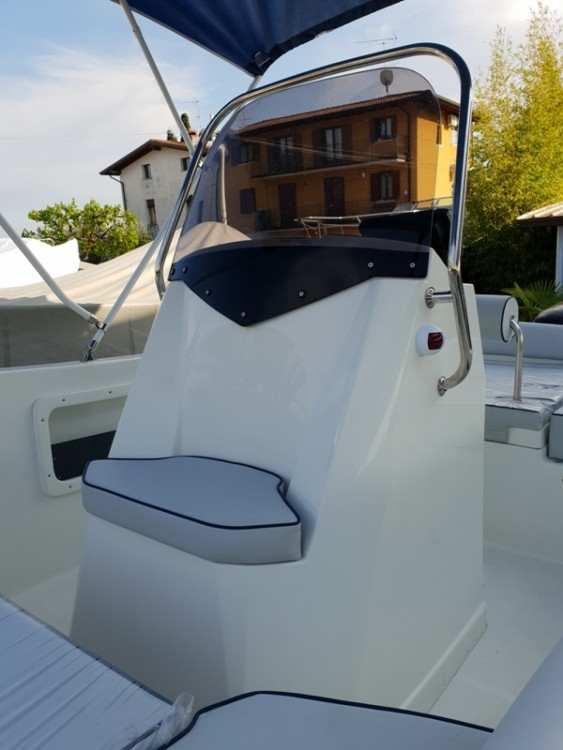 Motor boat for rent Moniga del Garda at the best price