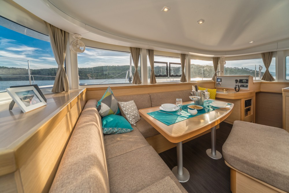 Lagoon Lagoon 42 (2017) MALA KATE equipped with generator, A/C (saloon) between personal and professional Split