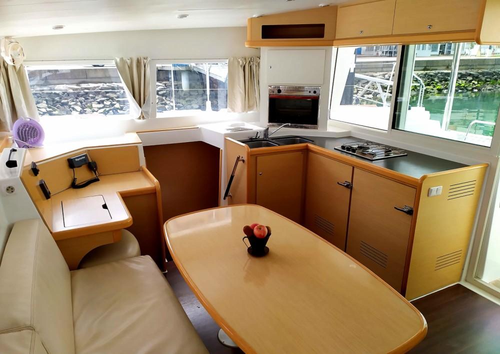 Boat rental Lagoon 400 in Ayamonte on Samboat