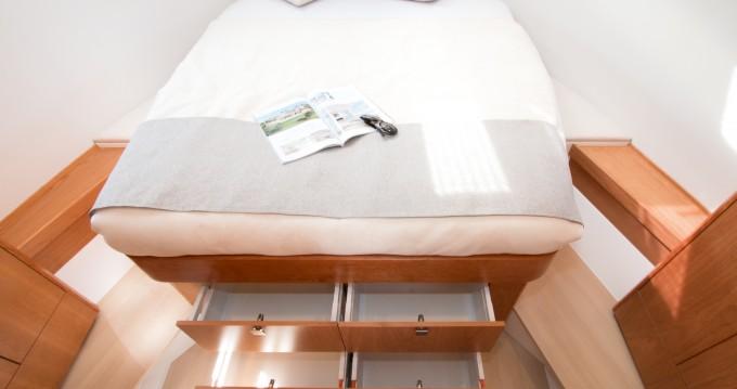 Rental yacht Pula - Sealine Sealine C330 on SamBoat