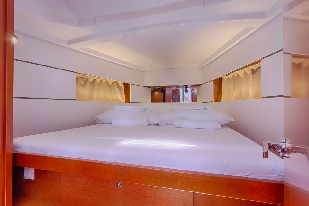 Rental yacht Split - Bénéteau Oceanis 38.1 on SamBoat