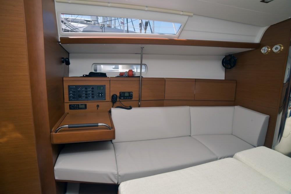Boat rental Athènes cheap Sun Odyssey 389