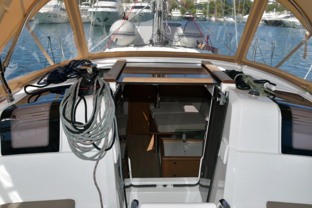 Boat rental Jeanneau Sun Odyssey 389 in Athènes on Samboat