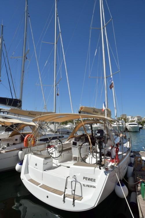 Rental Sailboat in Athènes - Jeanneau Sun Odyssey 389