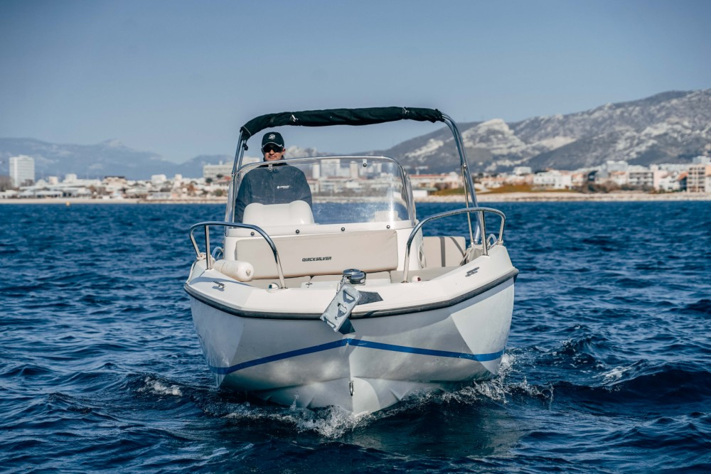 Rent a Quicksilver Activ 605 Sundeck Marseille