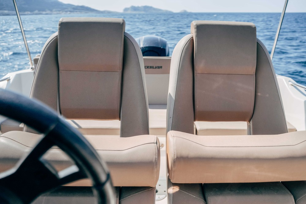 Rental Motorboat Quicksilver with a permit