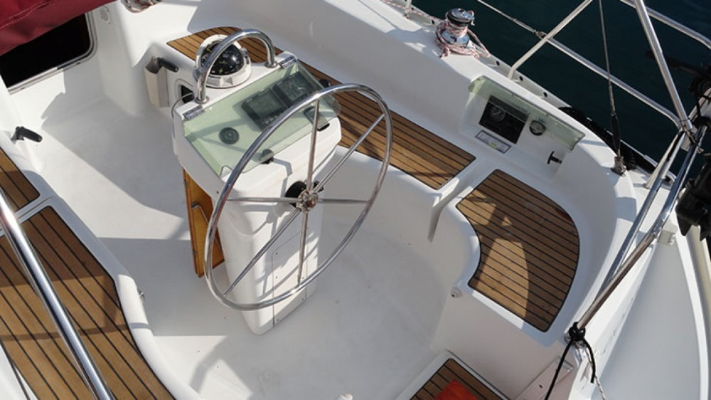 Rental yacht Peloponnese, Western Greece and the Ionian - Bénéteau Oceanis 331 Clipper on SamBoat