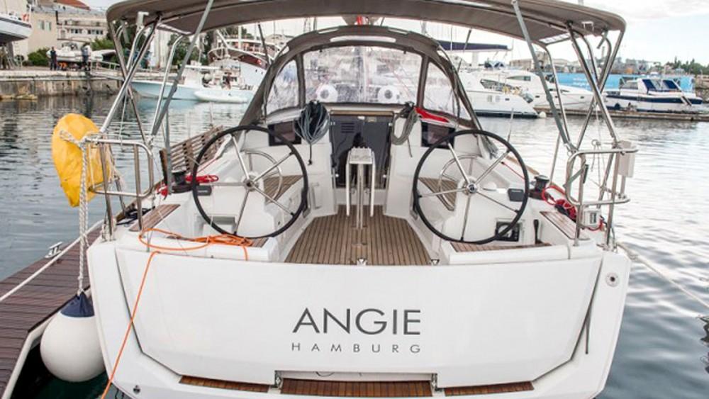 Rental yacht Pula - Jeanneau Sun Odyssey 389 on SamBoat