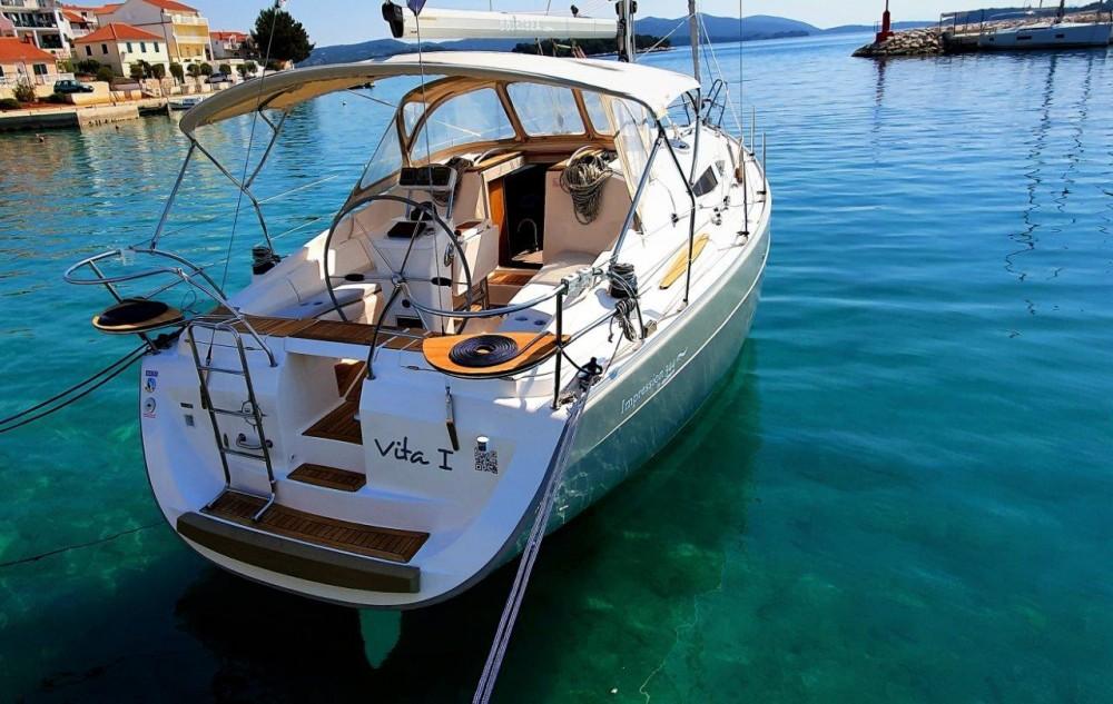 Boat rental Elan Elan 344 Impression in Jezera on Samboat