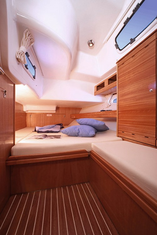 Hire Sailboat with or without skipper Bavaria Arona
