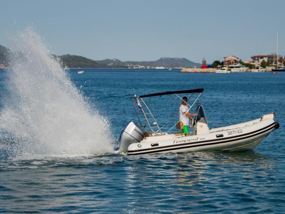 Rent a Cantiere TEMPEST 600 + Honda 115 Grad Zadar