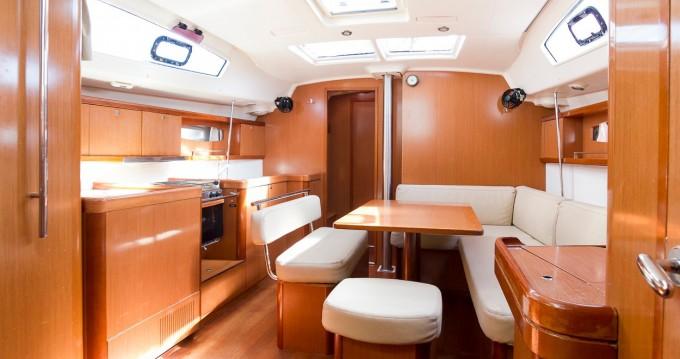 Rental Sailboat in Santa Cruz de Tenerife - Bénéteau Oceanis 43