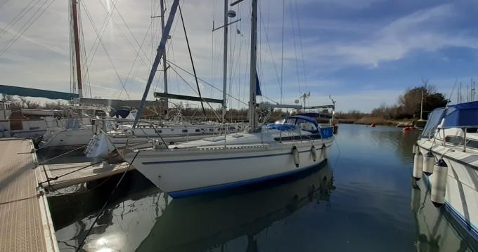 Sailboat for rent Port-Saint-Louis-du-Rhône at the best price