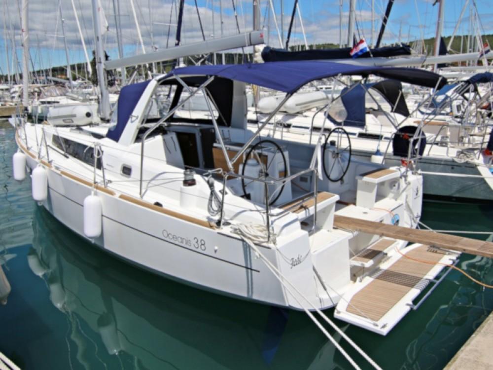 Rental Sailboat in Sukošan - Bénéteau OCEANIS 38 BT