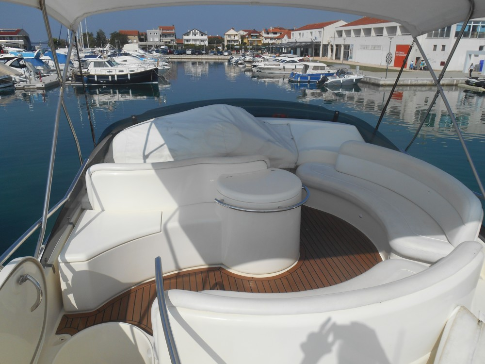 Boat rental Azimut Azimut 46 in Marina Pirovac on Samboat