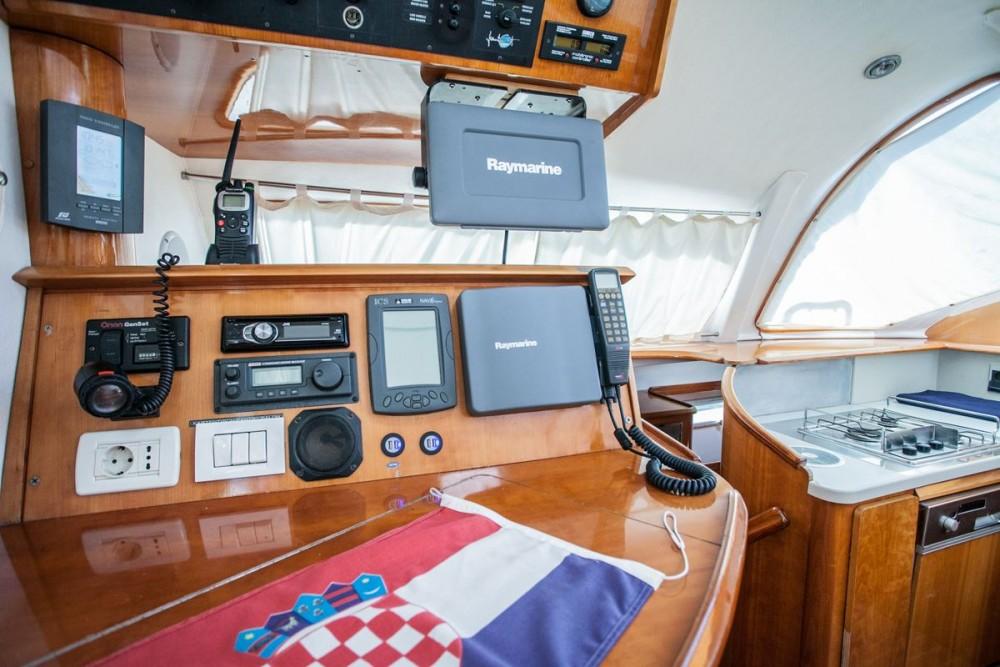 Boat rental Marina Baotić cheap Privilege 465
