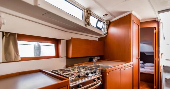 Boat rental Bénéteau Oceanis 38.1 in Veruda on Samboat