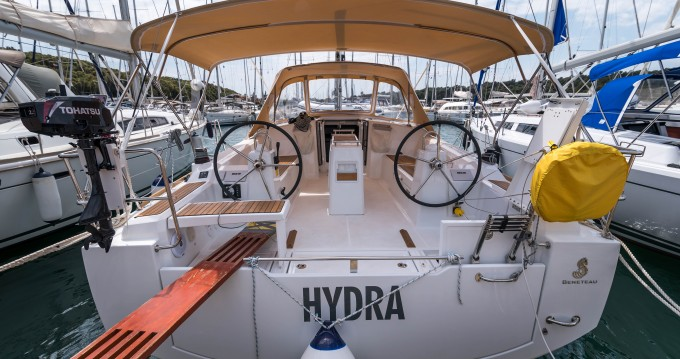 Hire Sailboat with or without skipper Bénéteau Veruda
