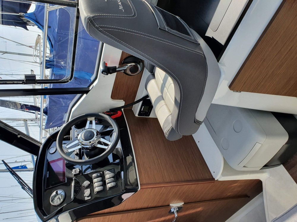 Hire Motor boat with or without skipper Jeanneau Šibenik