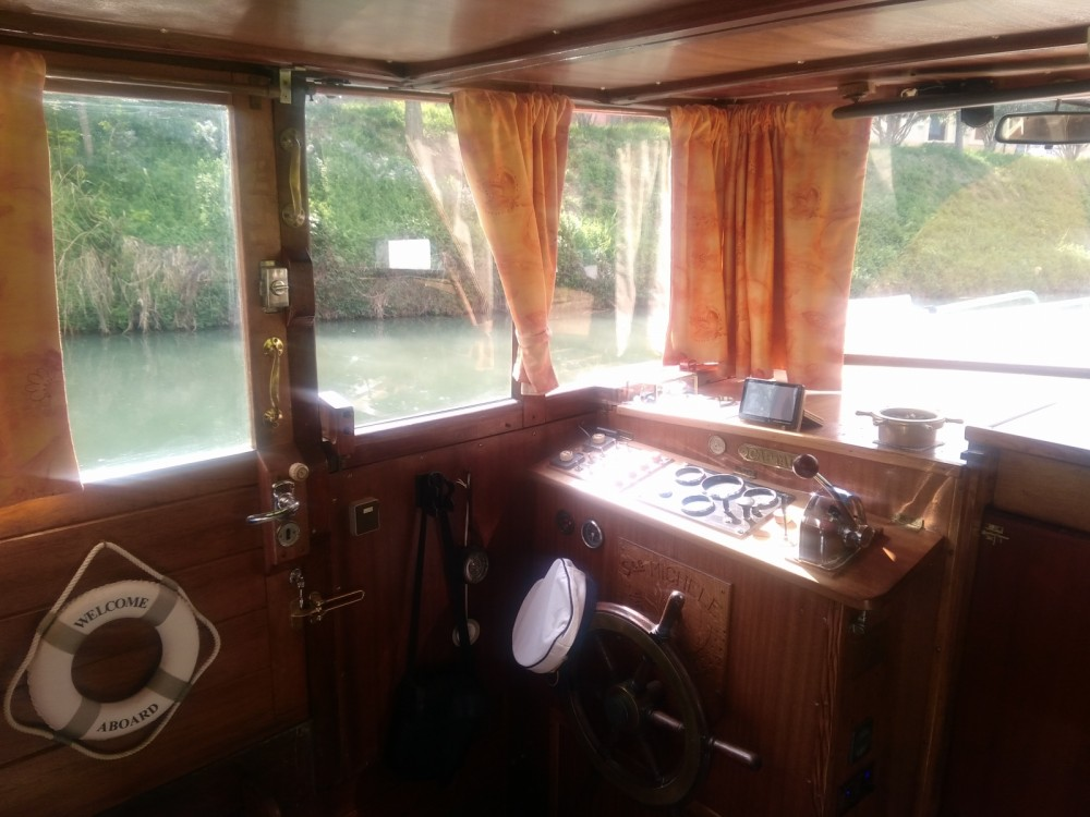Motor boat for rent Poilhes at the best price