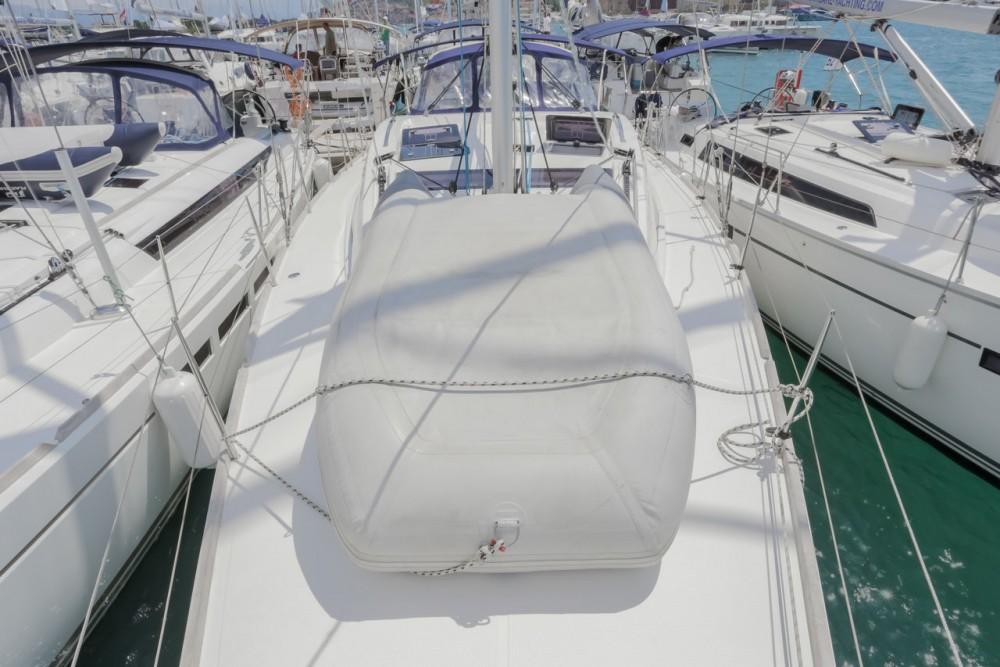 Rental Sailboat in Seget Donji - Bavaria Bavaria 46 Vision